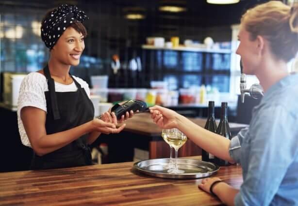 Transaction entre une professionnelle et une clientèle