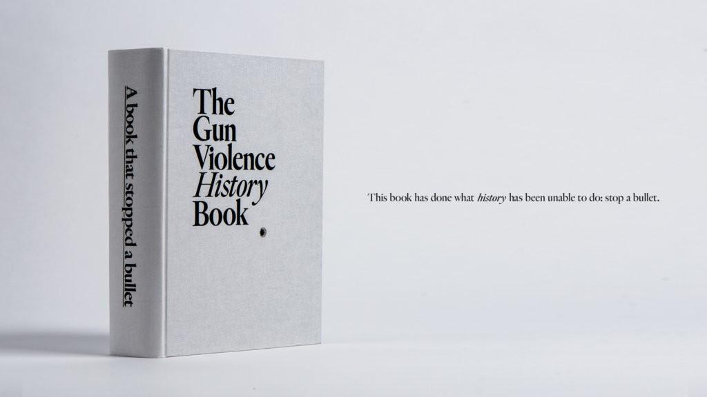 Gun violence history book : le livre pare-balle