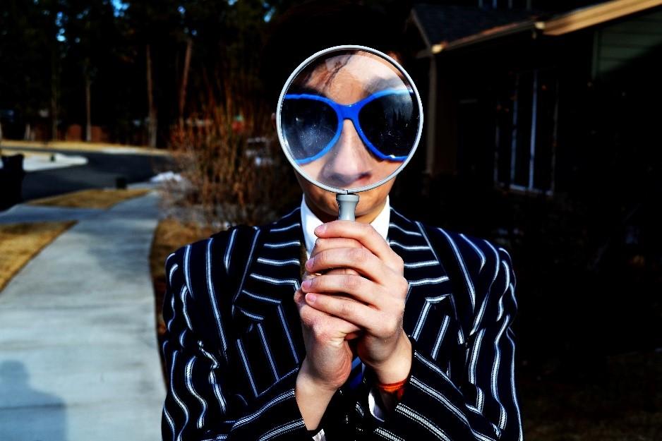 Une image contenant personne, extérieur, lunettes de soleil, portant  Description générée automatiquement